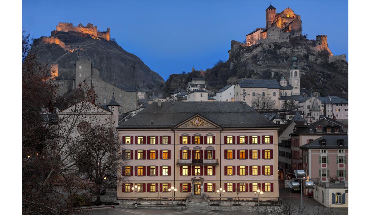 Fotografie Jahresbericht Regierungsgebäude Etat Sion Tourbillon Valère Nacht